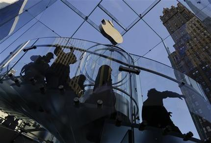 After setting iPhone record, Apple forecasts rare sales drop