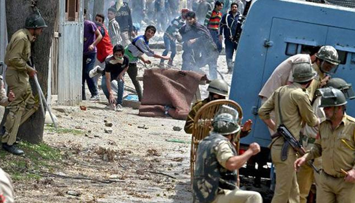 Stone pelting incidents down to 424 in 2017 from 1,590 in 2016 in Kashmir Valley: CRPF DG