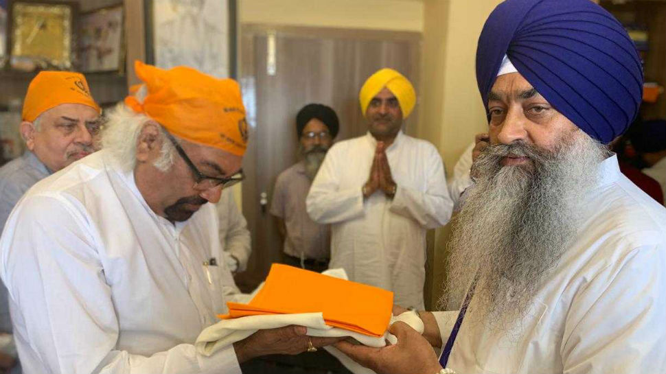 A day before his anti-Sikh riot remark, Congress' Sam Pitroda took 'blessings' at Golden Temple