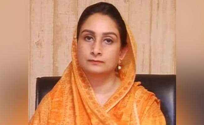 """CENTRE TREATING FARMERS AS """"ENEMY OF STATE"""", SAYS HARSIMRAT KAUR BADAL"""